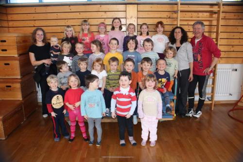 2010 03 01 Gruppenbild vom Kinderturnen in der Schulhalle